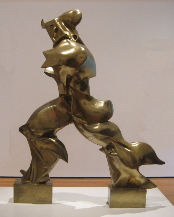 Unique_Forms_of_Continuity_in_Space_1913_bronze_by_Umberto_Boccioni